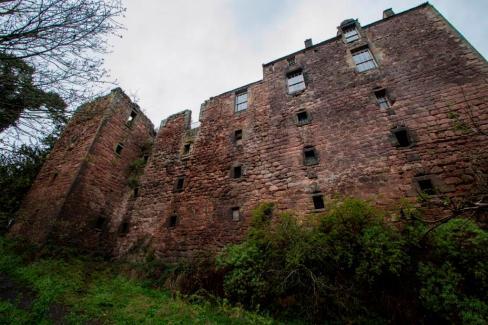 rosslyn-castle-1.jpg