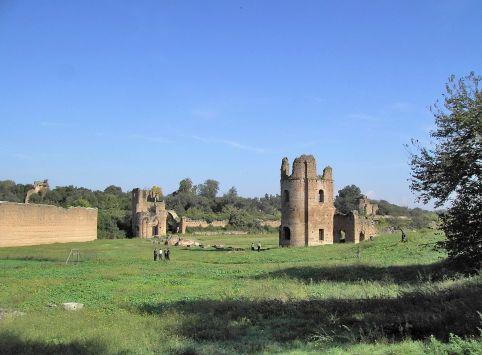 1200px-Roma_Appia_Antica_-_Circo_di_Massenzio_Torri.JPG